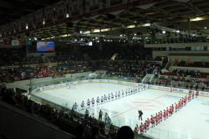 Voor de wedstrijd wordt het Russische volkslied gespeeld.